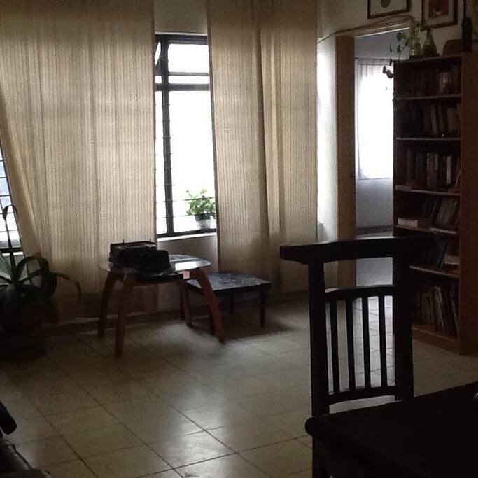 Puedes disponer de un área de estudio o lectura en los espacios comunes.