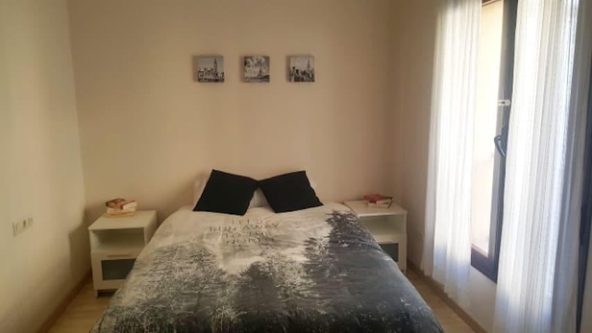 Habitación doble céntrica con baño de uso privado. - Huesca - アパート