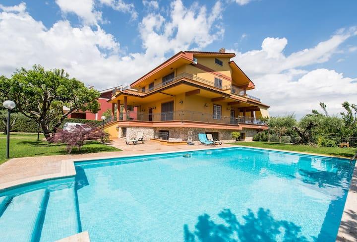 """Francesco's House in Villa con Piscina """"Deluxe"""""""
