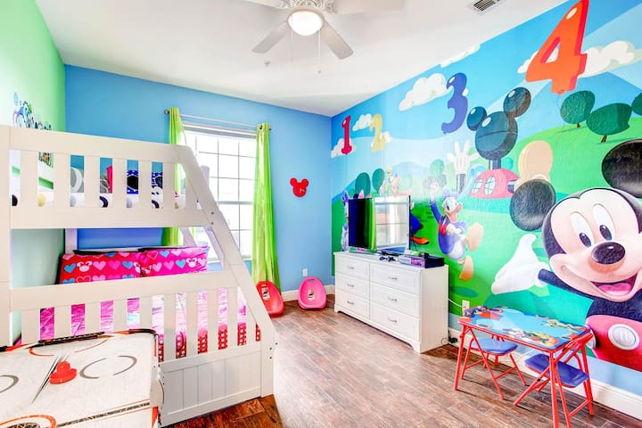 5 mins to Disney.Mickey Mouse Condo -Windsor Hills