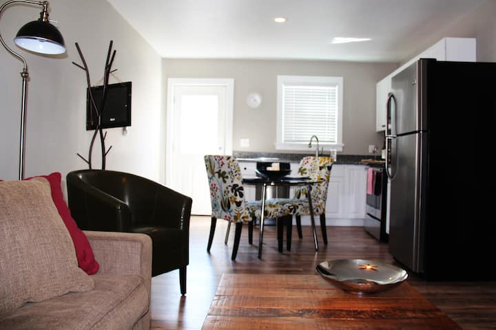 Great Location! Lawrenceville. New Apt w Pkng.