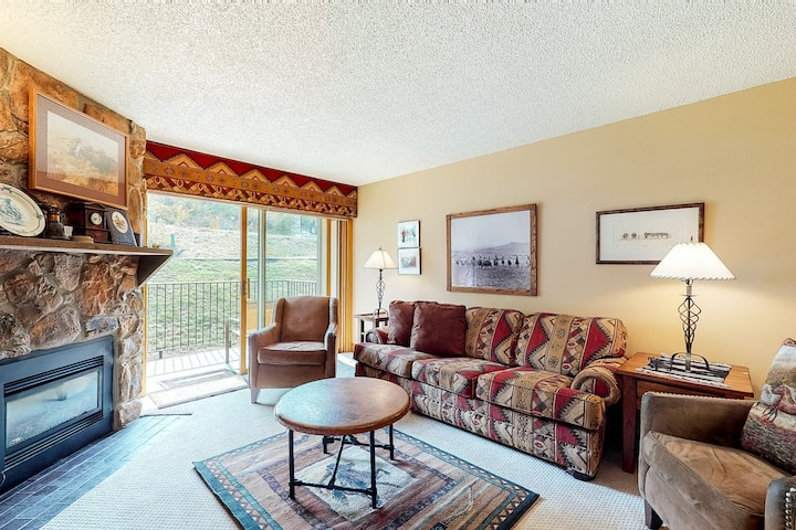 Upscale mountain charmer under gondola w/ private balcony & shared hot tubs
