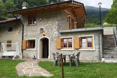 Chalet immerso nella natura tra Dolomiti e lago - San Lorenzo in banale - Blockhütte