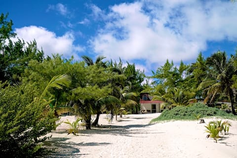 Beach front private hidden gem with lagoon access