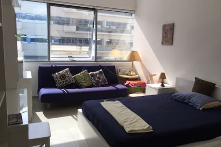 Spacious Room with Metro Access - Dubaj - Apartament