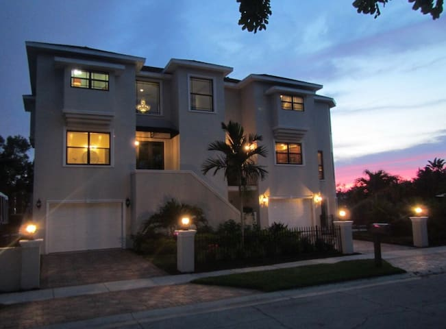 Upscale Home- Water Views  Private Pool & Hot Tub