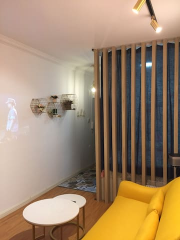 【2.0民宿—闺宿】甲秀楼附近、空调房,现代轻奢,超清巨幅投影