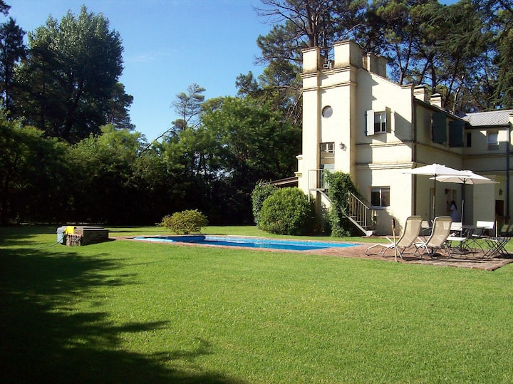 Casa en exclusivo Country con pileta y jardín