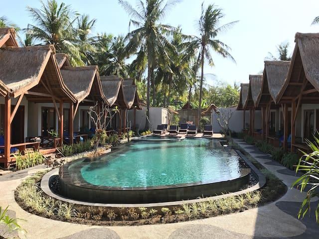 Swimming Pool & Exterior