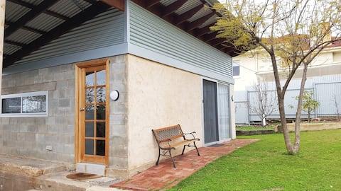Secret Garden Cottage-Self Contained Studio