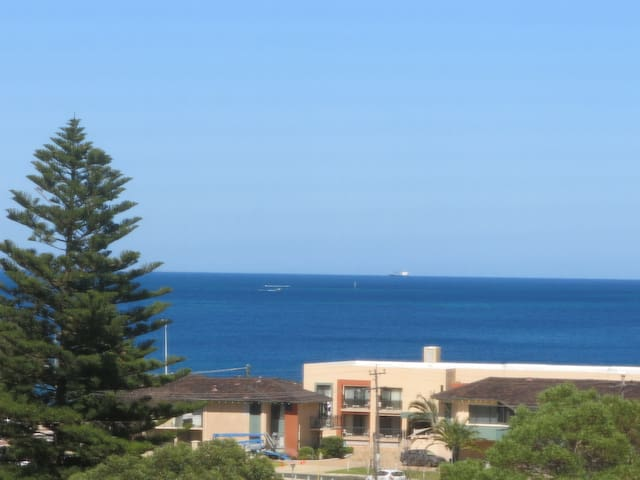 An Ocean View Hillarys/SorrenVilla