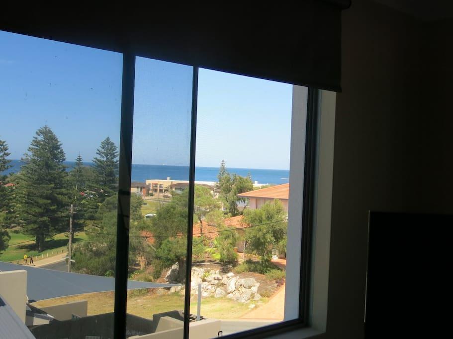 An Ocean View Hillarys/SorrenVilla