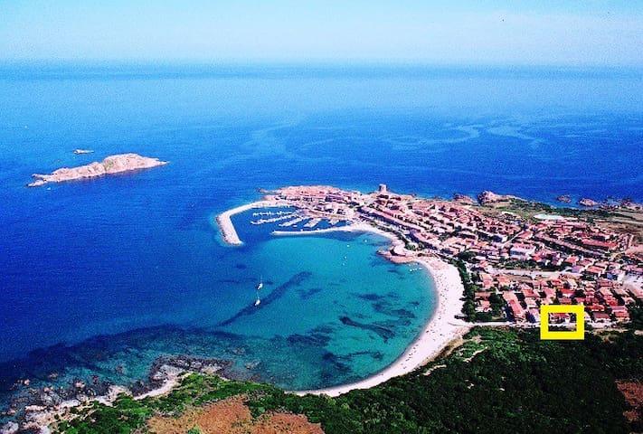 Villetta on the beach Isola Rossa