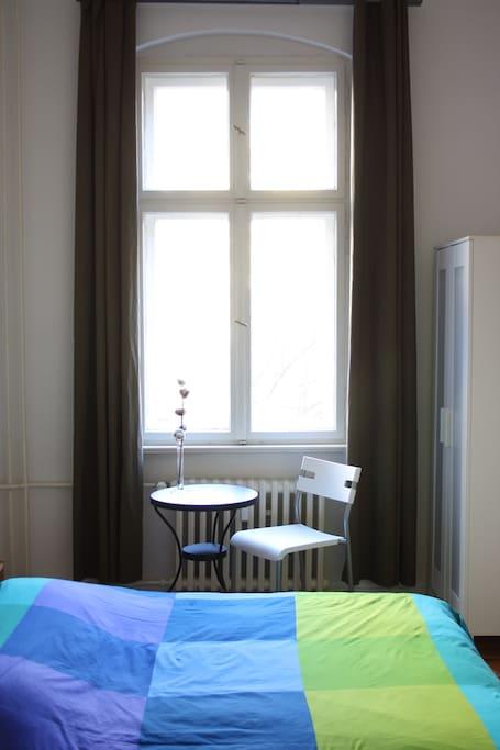 Das könnte dein Zimmer sein! Hell, ruhig und gemütlich // This could be your room! Quiet and cozy