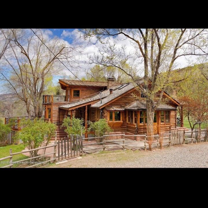 Beautiful log home, The Cedar House.