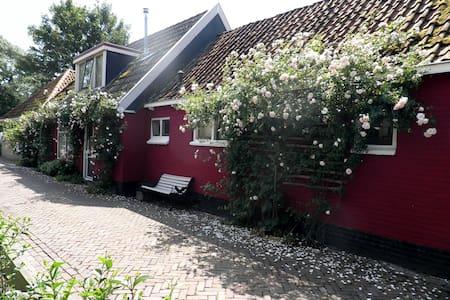 Cosy townhouse near IJsselmeer - Gaast - Huis