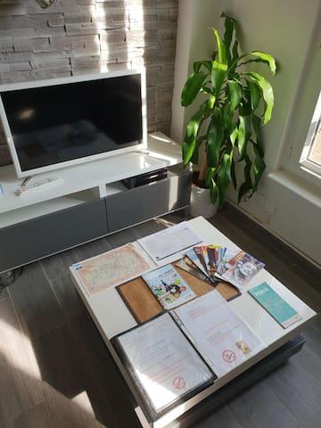 Touristics documentations and BUS/SUBWAY maps