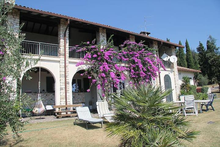 Camera matrimoniale indipendente lago di Garda - San Felice del Benaco - Stuga