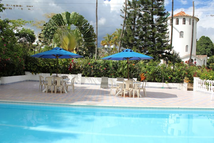 Hermosa Villa  -  Descanso y Privacidad.