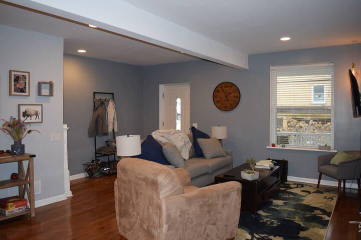 Private room in renovated Mt Washington home!