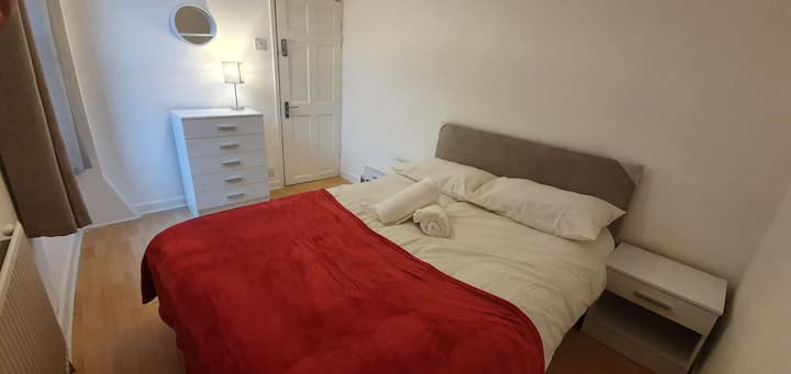Cozy Double Room 4 Mins from Anfield Stadium LFC