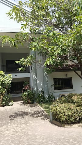 Perfect location lovely house; mod cons; pool&gym - Accra - Townhouse