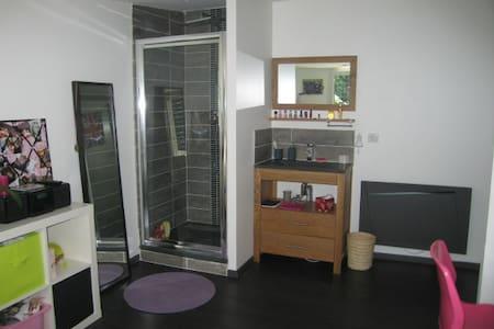 Chambre avec salle de bain privative - Rumah