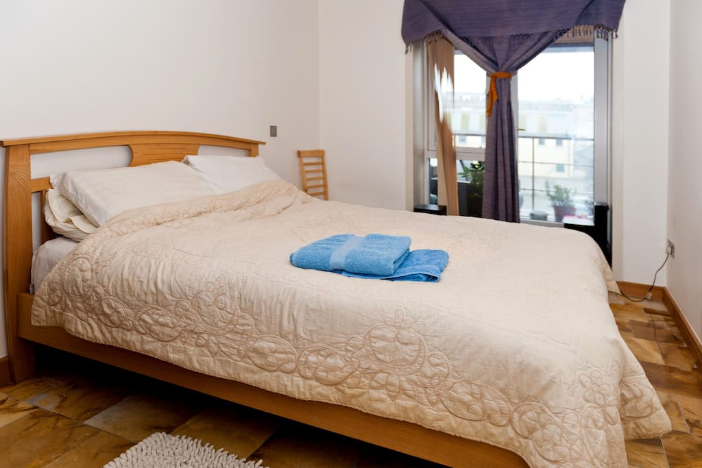 Egyptian cotton sheets, tiled floor with foot mats, stereo system, wifi, and balcony