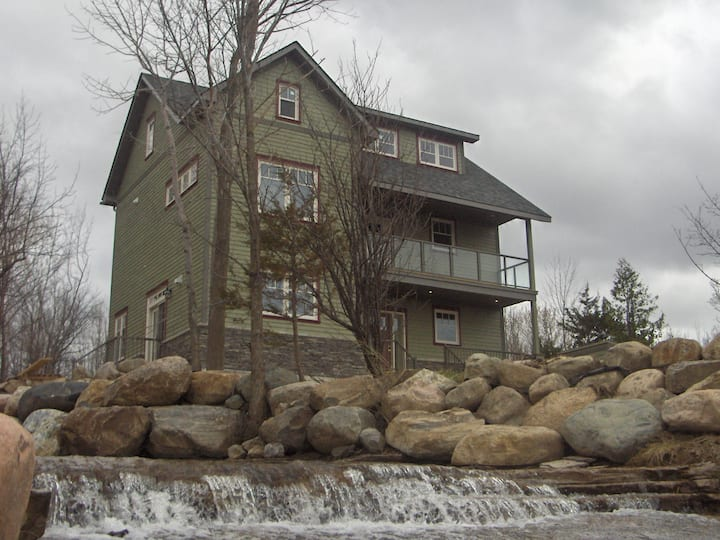 Shale Beach House on Georgian Bay