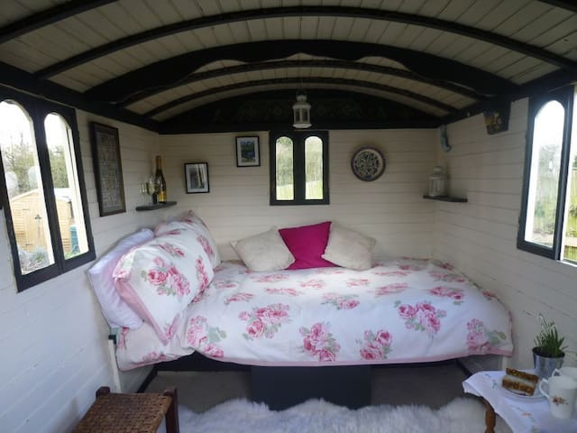 Gypsy Caravan Old Windsor Windsor - Old Windsor - Chalet
