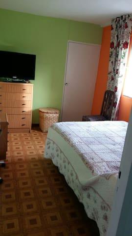 Habitación acogedora cercana al centro de Madrid.