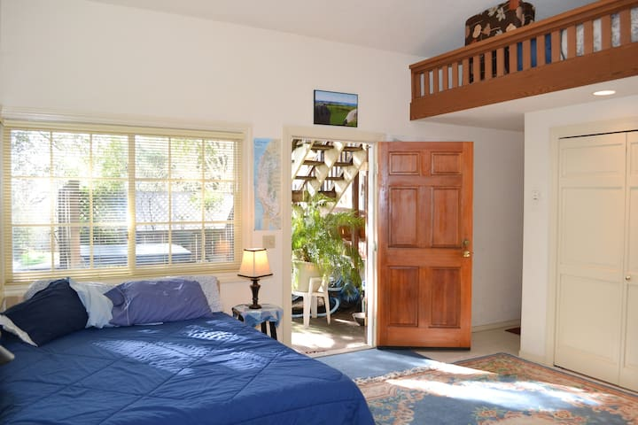 Quiet Charming Studio Apartment - Petaluma