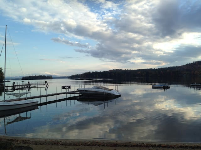 Waterfront Villa on lake Winnipesaukee! - Moultonborough - Casa de campo