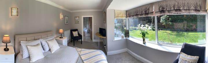 Beautiful Garden Room & Bath with Private Entrance