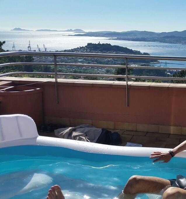 Vistas desde piscina hinchable en terraza