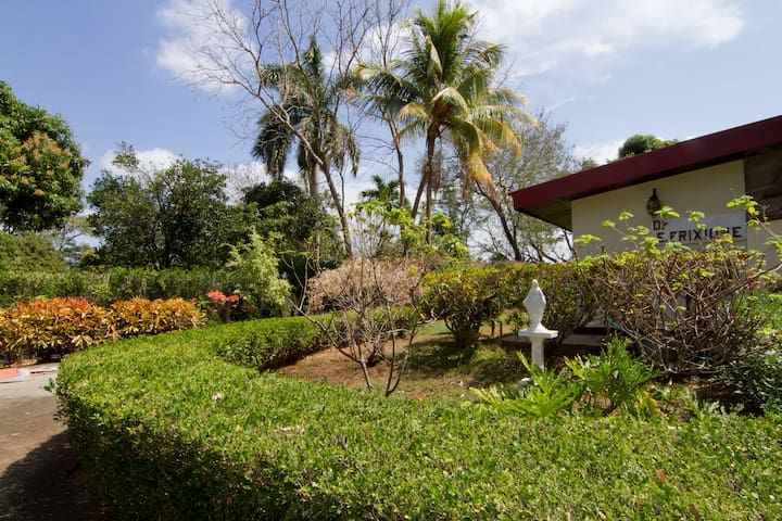 Managua Mountainside Home & Oasis - Managua - Haus