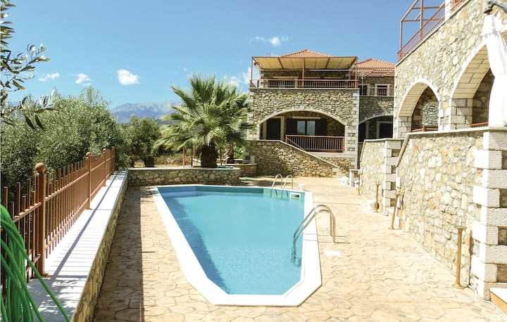 Amazing home in Astros Peleponese with Outdoor swimming pool and 2 Bedrooms