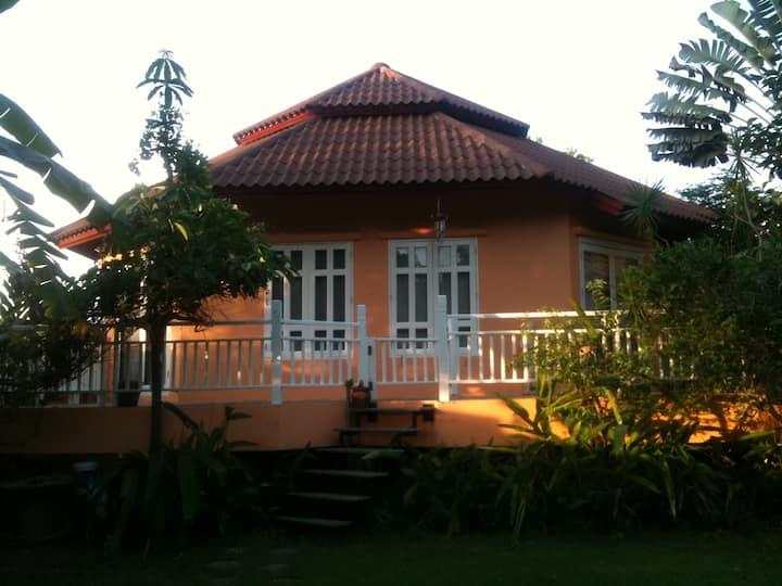 Schoenes  Haus am See nah Pattaya
