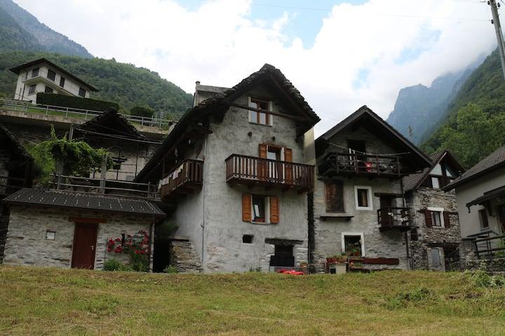 Tipico rustico Ticinese in Val Verzasca