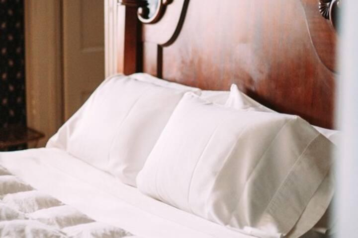 Private, Cozy, Historic Suite near Downtown