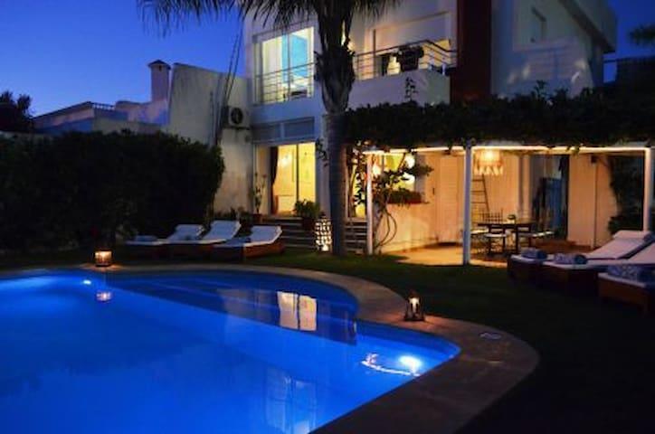 Villa de charme avec piscine privative.