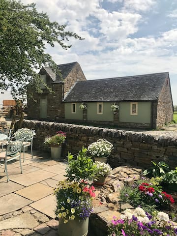 Beautiful Peak District Cottage with Swimming Pool