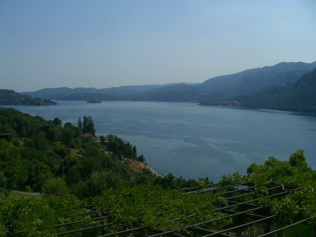 2 bedroom flat in villa with view - Pettenasco - Villa
