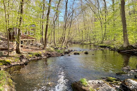 Water Forest Retreat-Hikers Haven