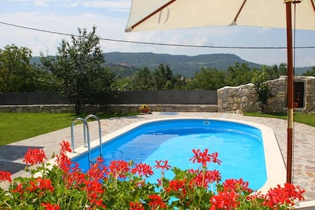 Villa with JACUZZI-panoramic wiev - Buzet