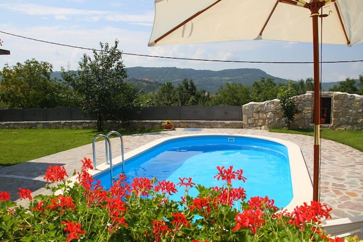 Large villa with JACUZZI-panoramic views (10+2 p.)