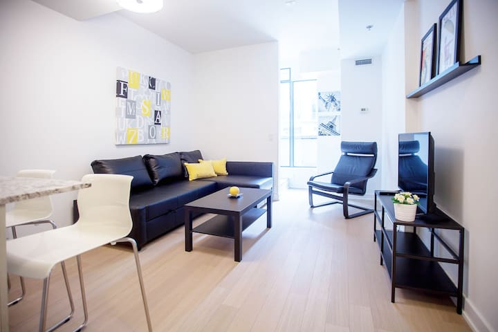 QUEEN WEST TOWNHOUSE 2 W PARKING 2 BEDROOMS Apartments For Rent In Toronto