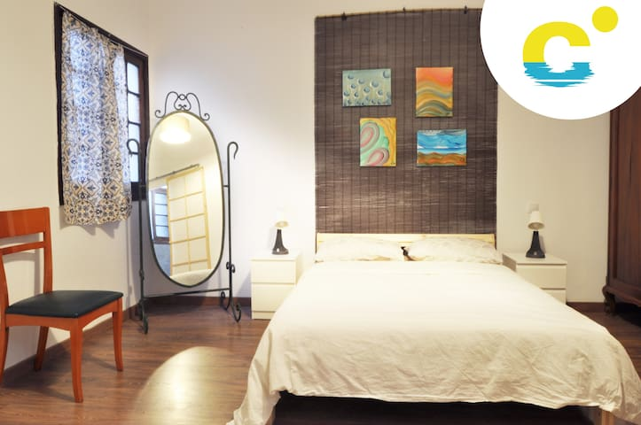 Lovely room & private bath in Las Canteras