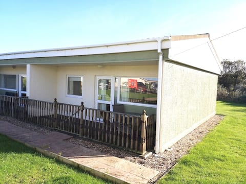 2 Bedroom Norfolk Seaside Holiday Chalet.