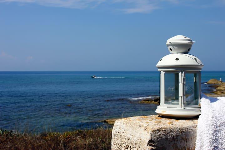 VILLA le TAMERICI, in front of the Sicily sea!